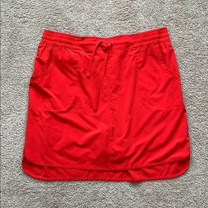 Deluth trading red skirt sz lg